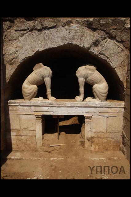 Η πρόσοψη του Τάφου στην Αμφίπολη